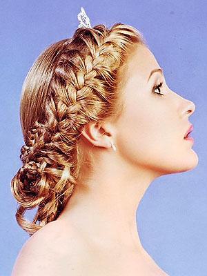 Плетение косичек на длинные волосы.